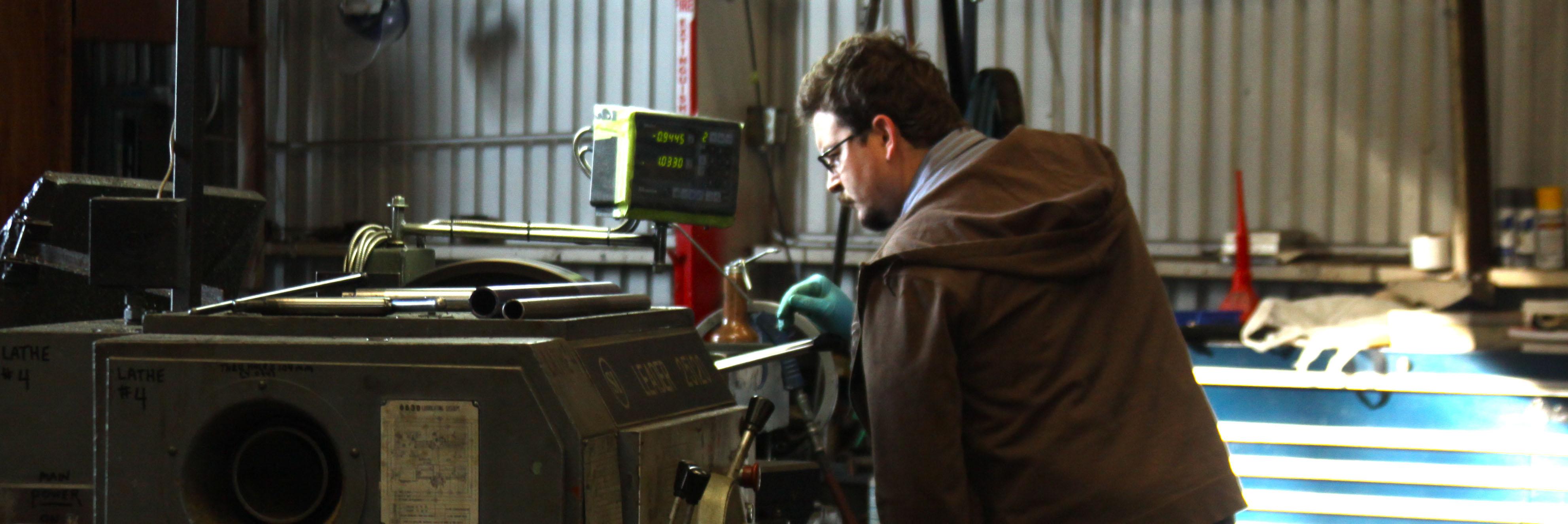 hydraulics worker